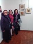 Lourdes, Mª Jose y Montse junto a obras de Mª Jose.